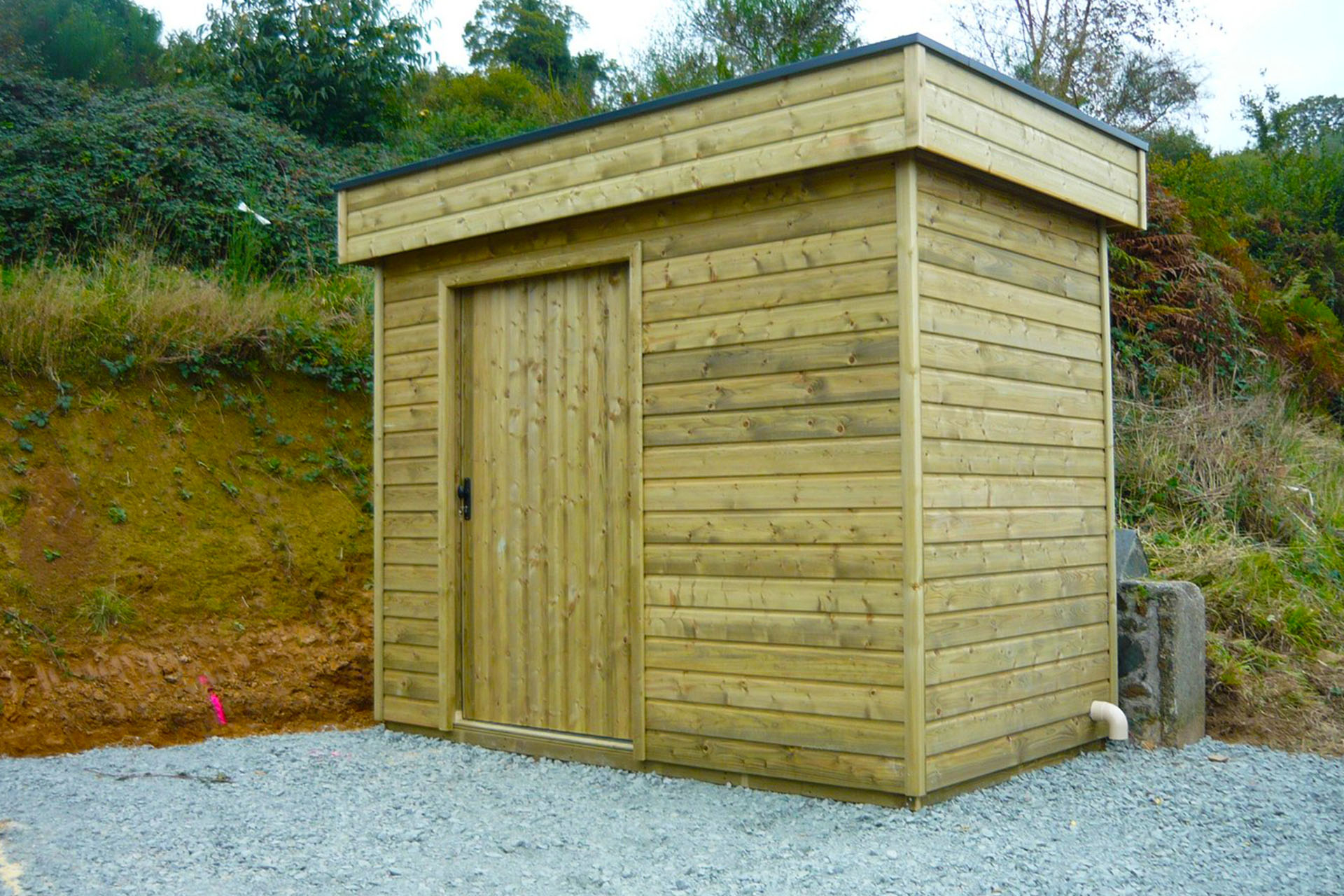 Abri de jardin toit plat sur mesure en Bretagne