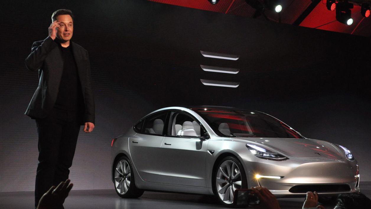 Les internautes se cotisent pour acheter un canapé à Elon Musk