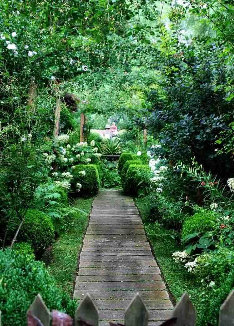 Allées de jardin en bois pour être plus proche de la nature
