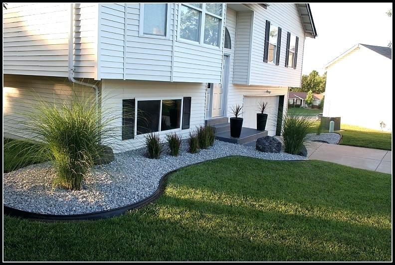 Jardin paysager devant maison