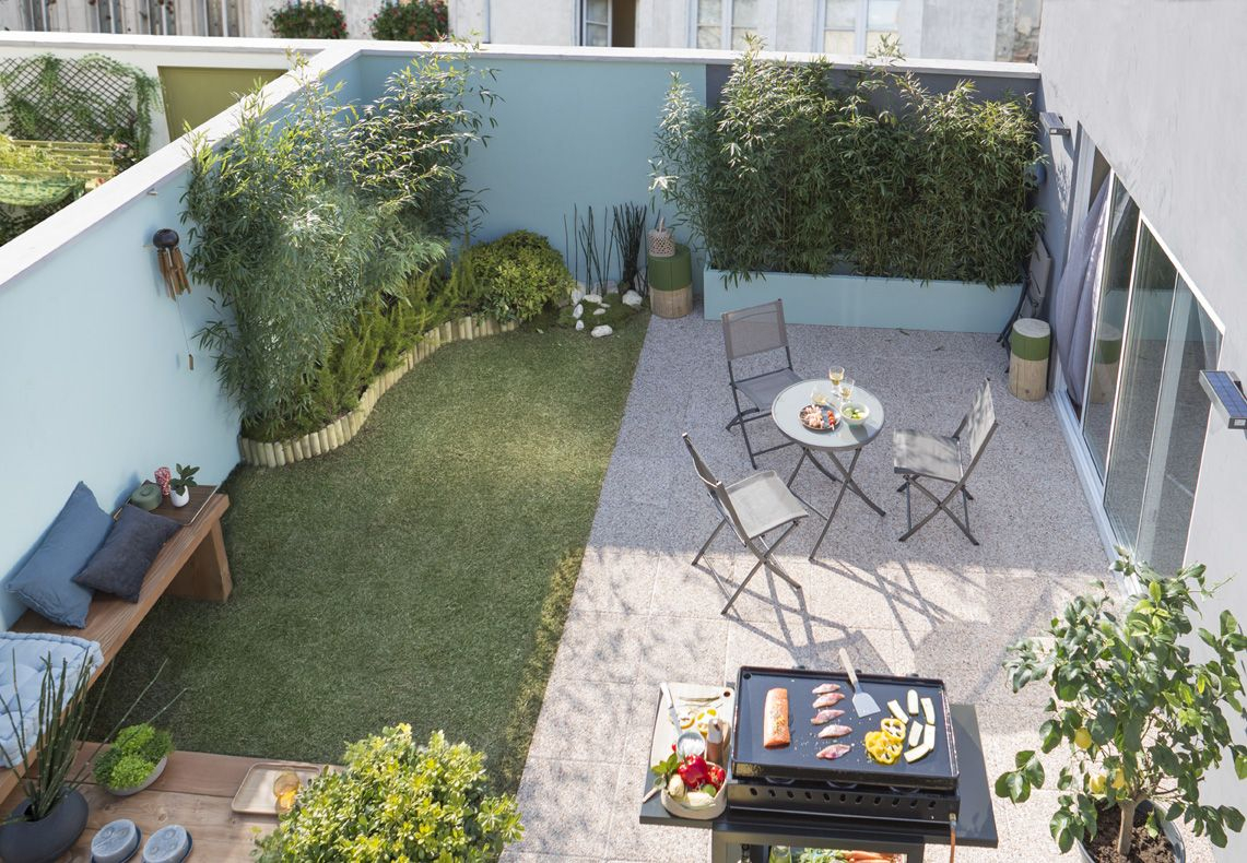 De la pelouse pour un petit coin de jardin des dalles