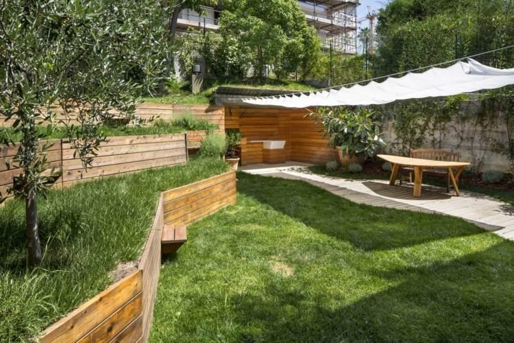 Murs de soutènement en bois aménagez un jardin en pente