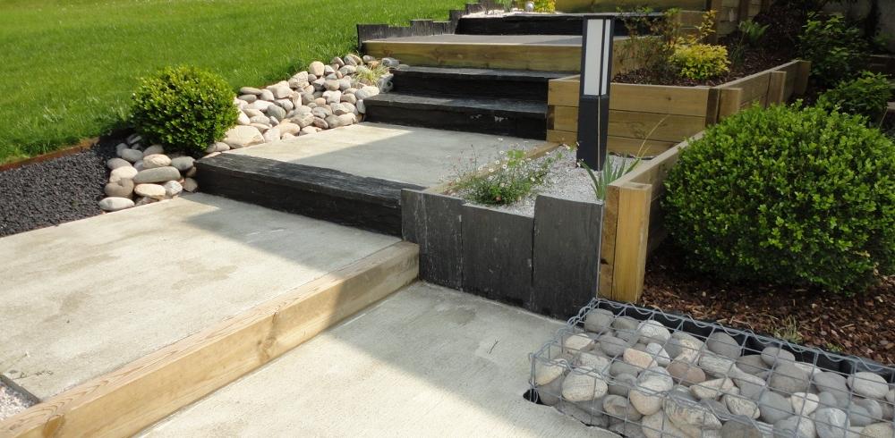 3 moyens d'apprivoiser un jardin en pente