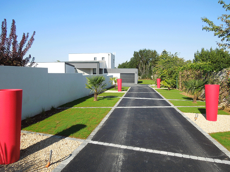 Aménagement d'une allée de maison contemporaine Terraflore