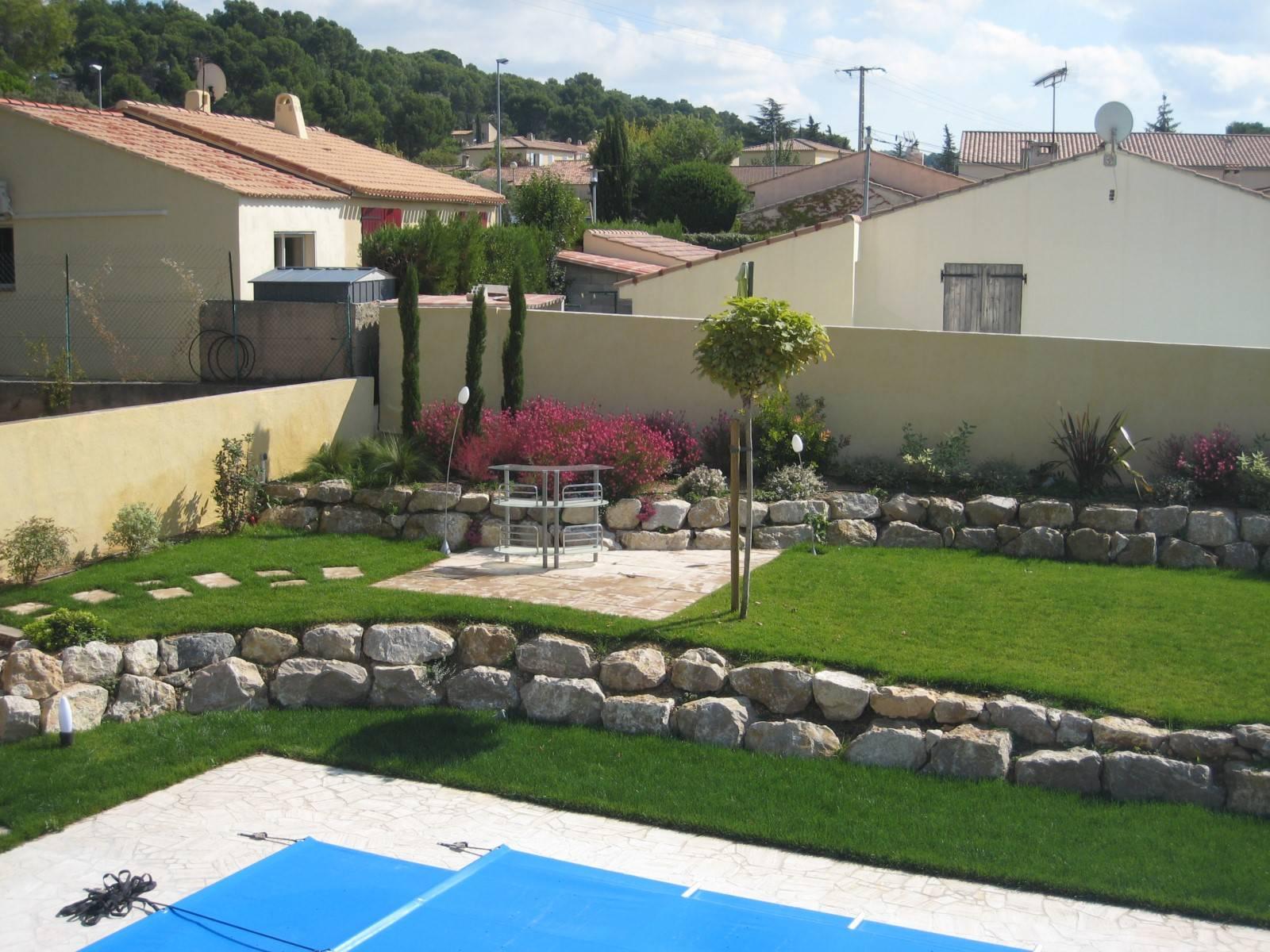 Aménagement d un jardin autour d une piscine à Velaux