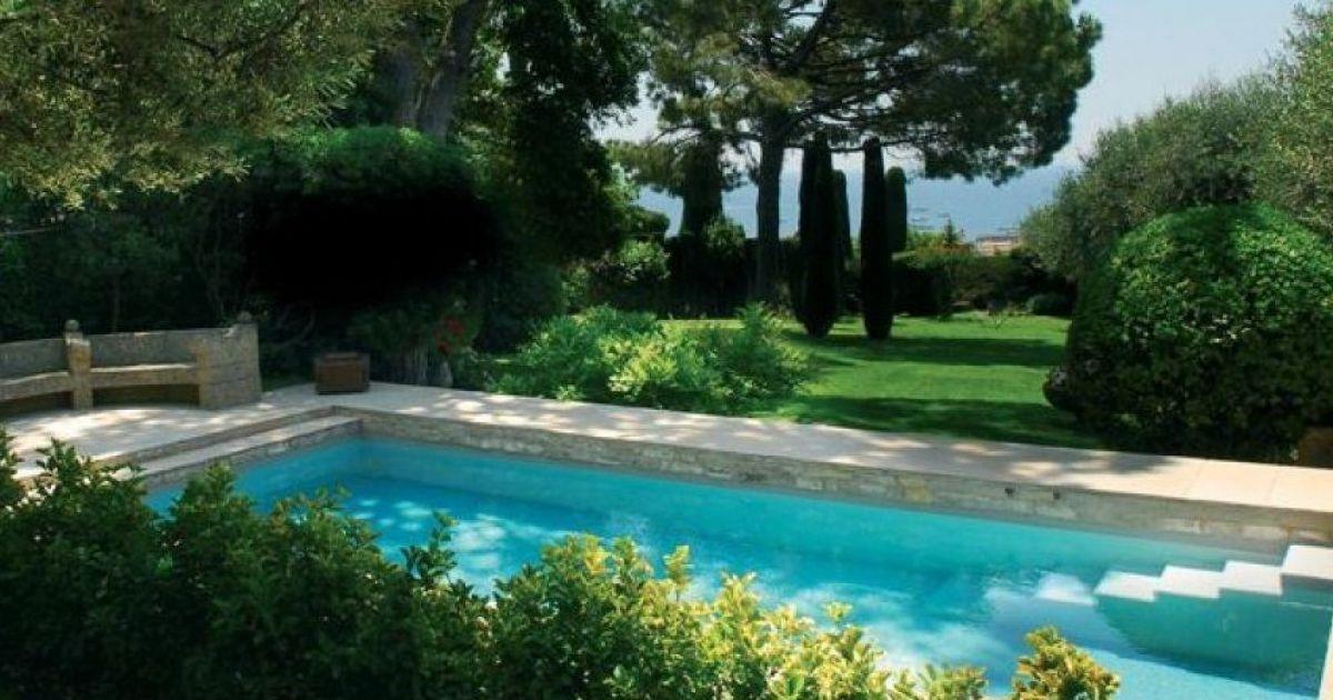 Un jardin aménagé autour de votre piscine