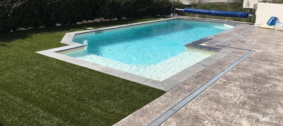 ment faire une plage de piscine en béton décoratif