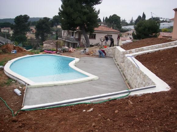 plage piscine dalle beton
