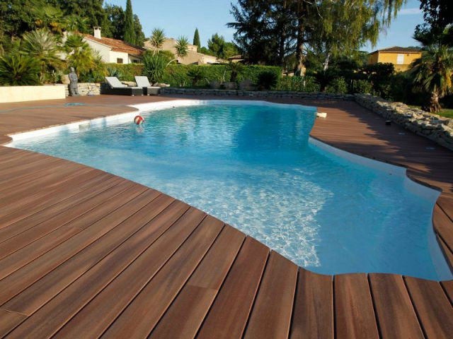 Quel revêtement de sol pour les abords d une piscine