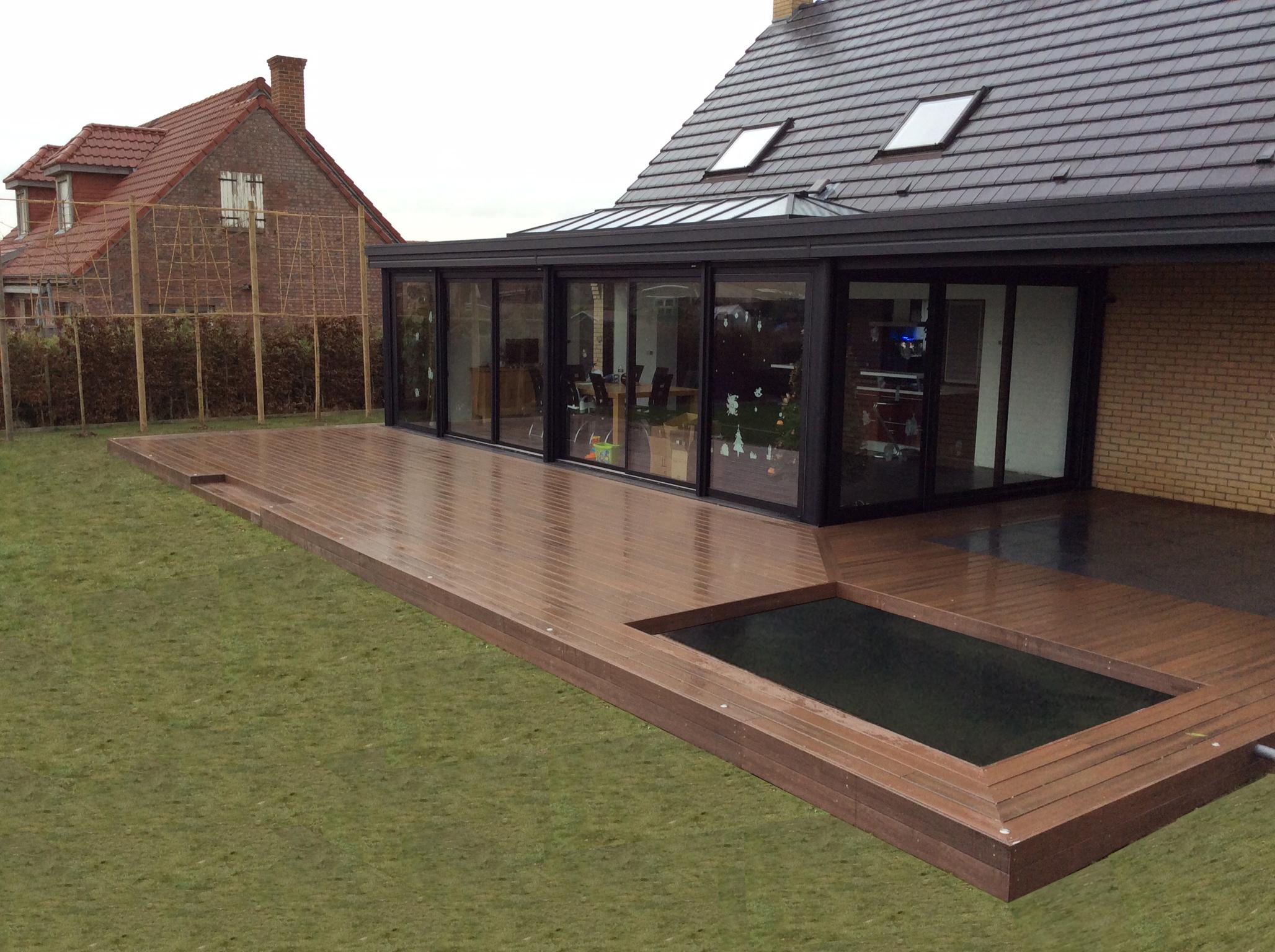 Aménagement paysager avec terrasse et bassin intégré