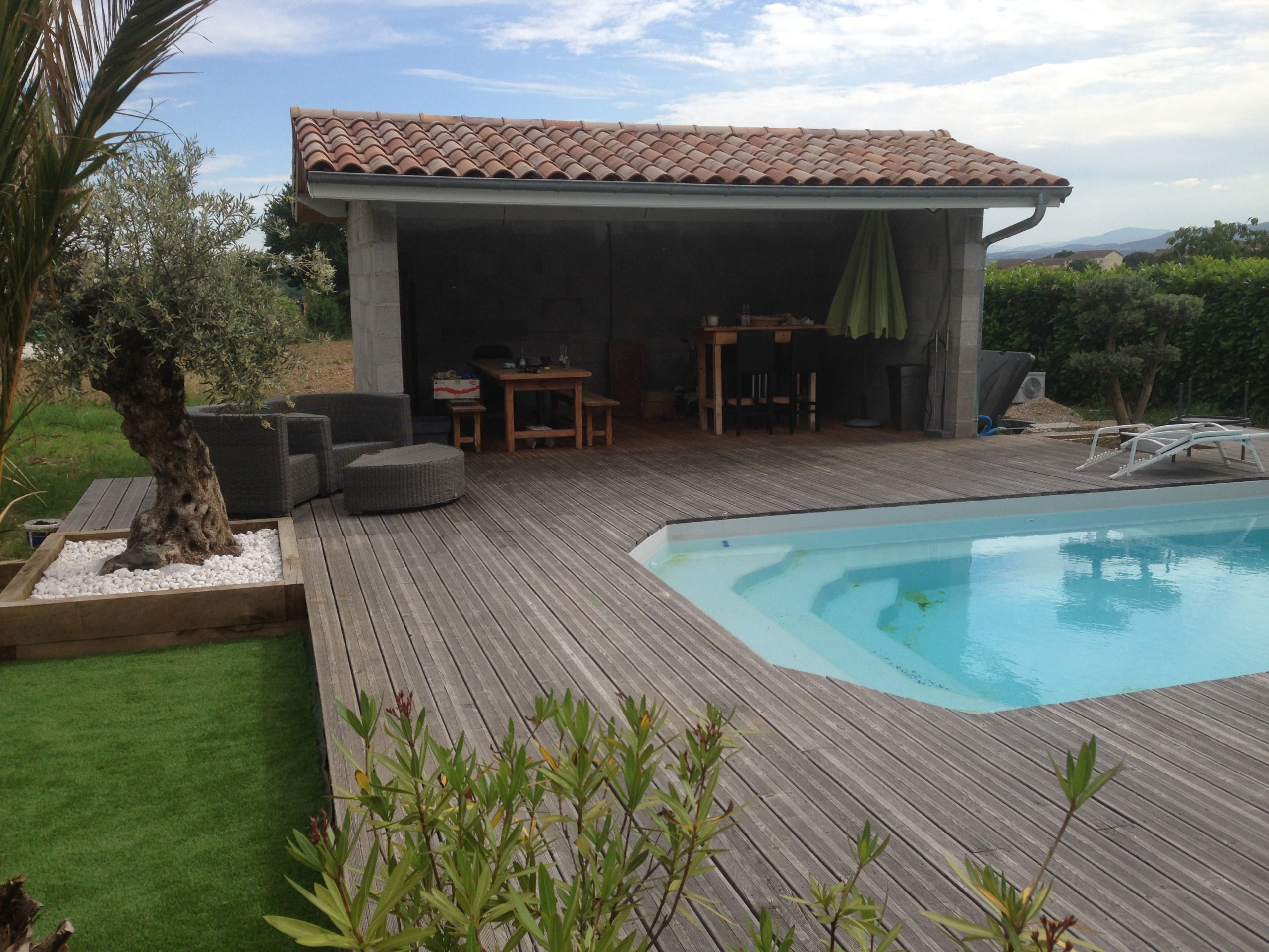 Piscine En Pierre Hors Sol amenagement terrasse piscine amenagement piscine exterieur