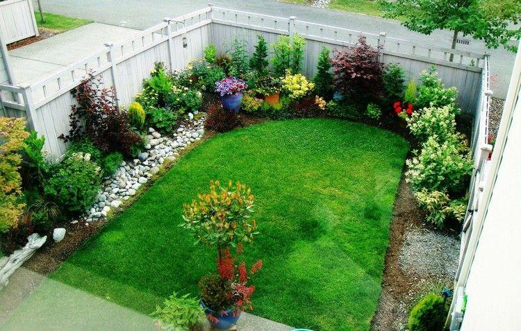 aménager un petit jardin avec plantes vertes buis
