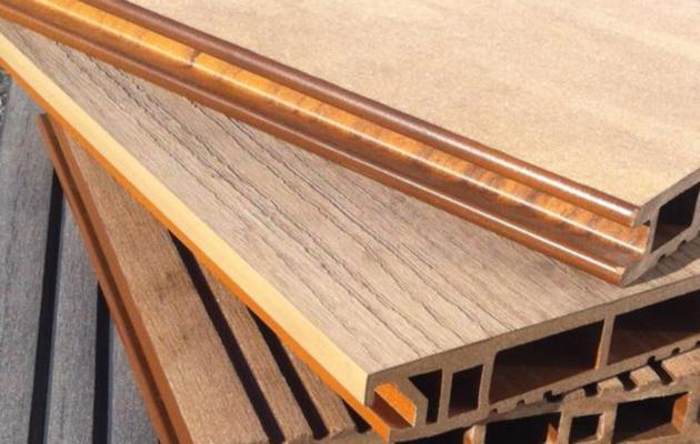 Nettoyer et entretenir une terrasse en bois posite