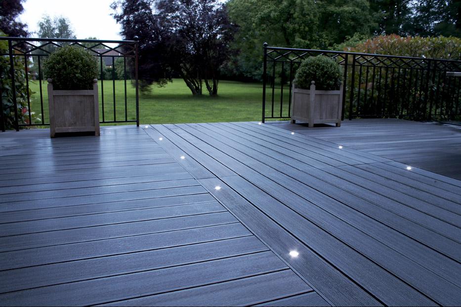 Pourquoi choisir une terrasse bois posite pour un bien