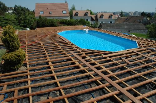 Kinderzimmers Terrasse en bois autour d une piscine
