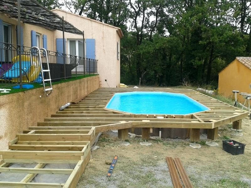 Terrasse bois piscine hexagonale Mailleraye jardin
