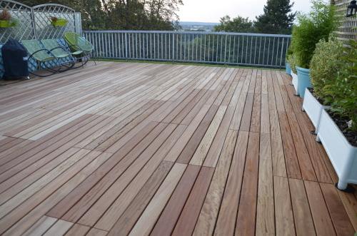 Caillebotis en bois pour toit terrasse