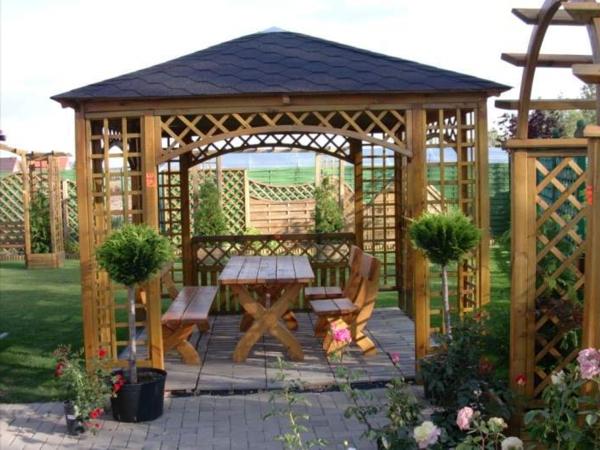 Quel kiosque de jardin pour le cour de vos rêves