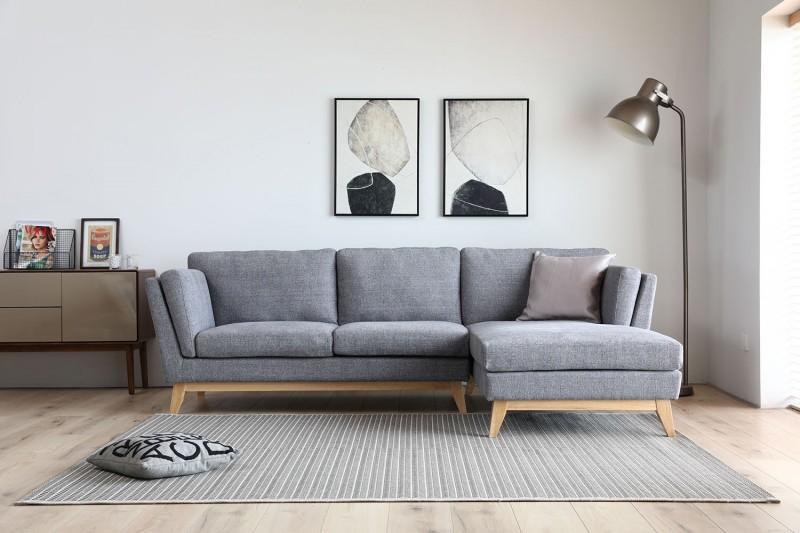Canapé d angle 3 places tissu gris clair pieds bois clair
