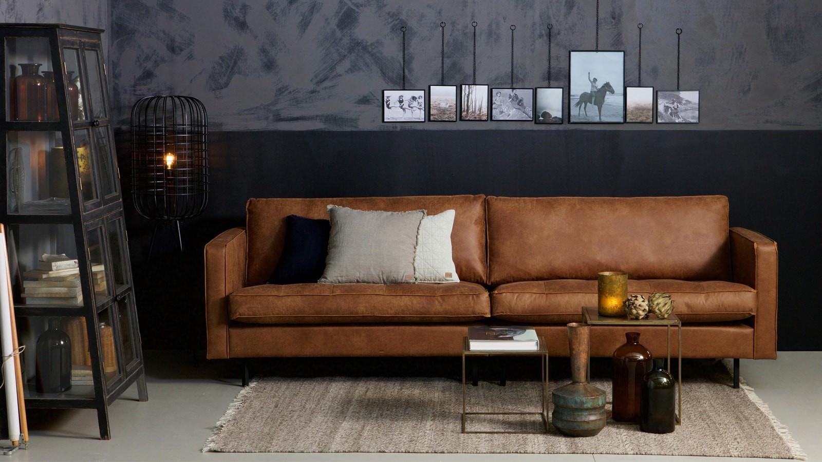 Canapé 3 places en cuir cognac piètement en bois