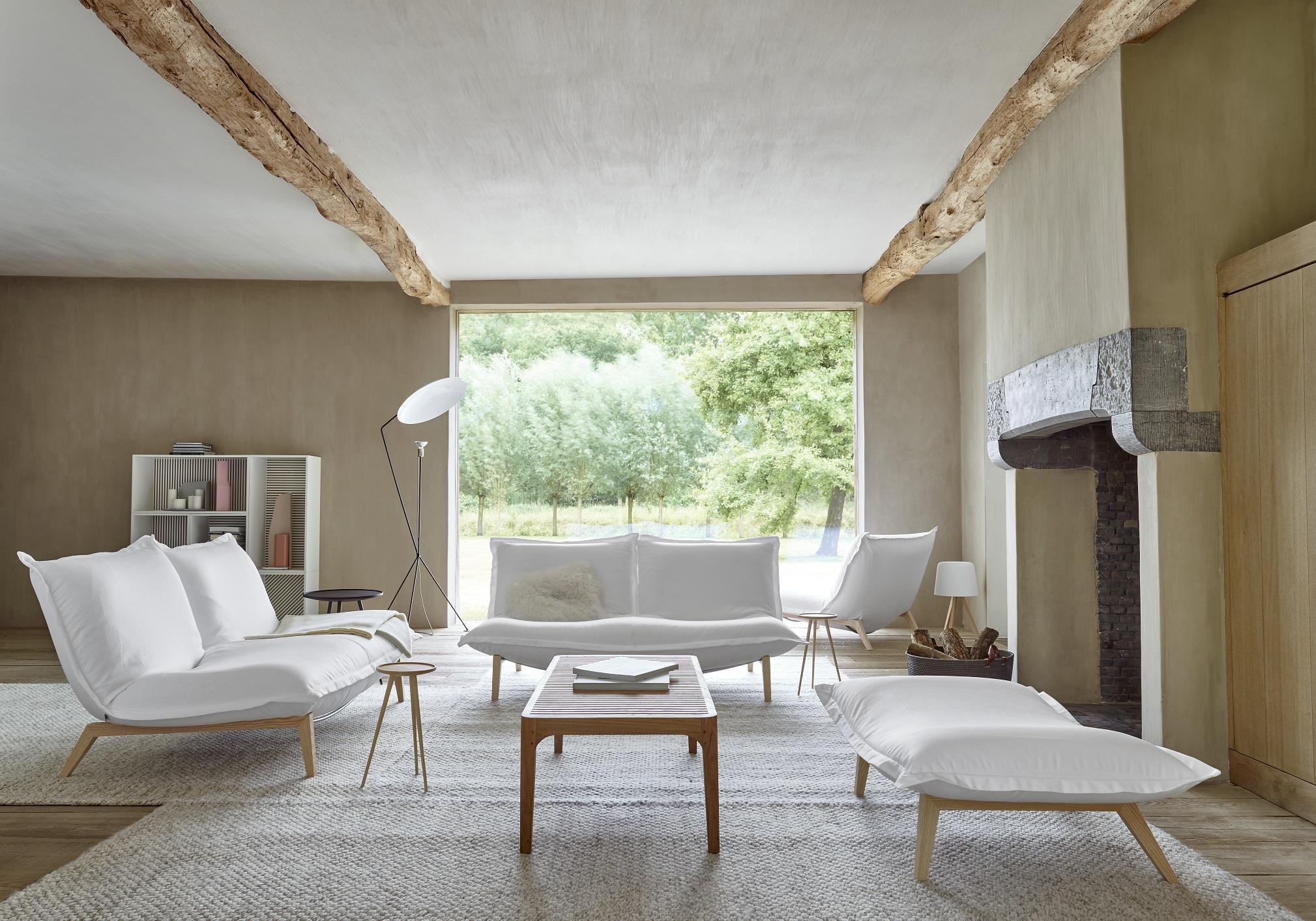 6 idées pour apporter du style à son canapé blanc ou très