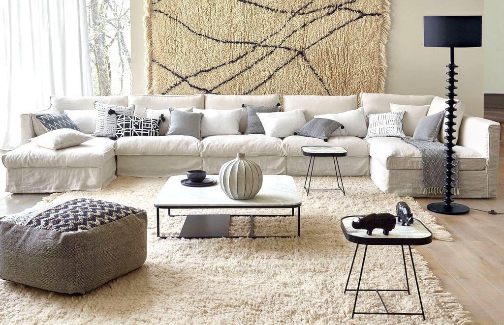 Décorer un salon avec un canapé blanc un pari aussi osé