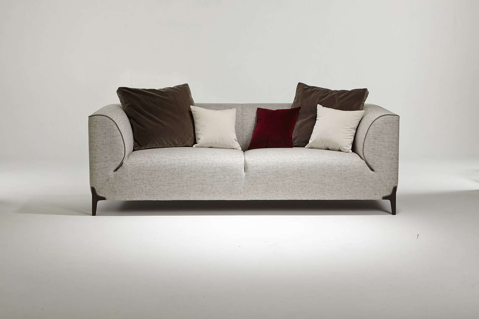 Canapé haut de gamme créé par le designer Emmanuel Gallina
