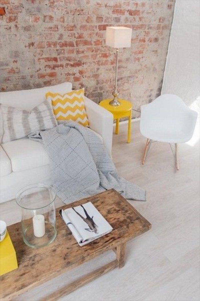 Déco Salon un joli canapé blanc avec coussin jaune