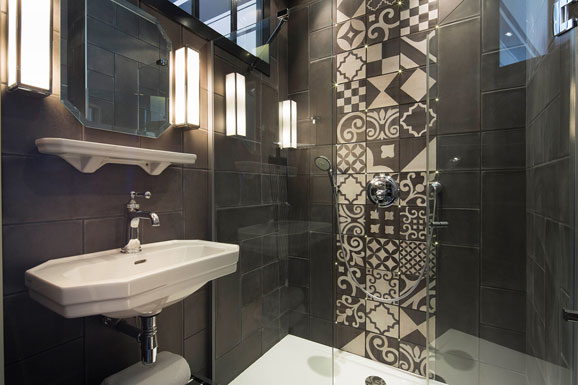 Carreaux de ciment et salle de bains