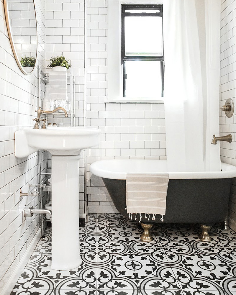 Des carreaux de ciment dans la déco de la salle de bain