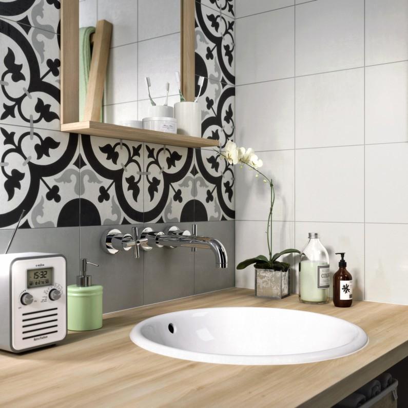 Le carreau de ciment dans la salle de bain masalledebain
