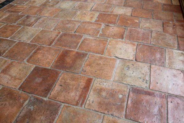 Tomette ancienne en terre cuite 16x16 cm