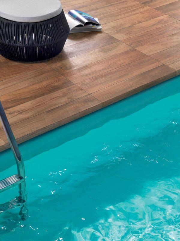 construction terrasse piscine carrelage imitation bois