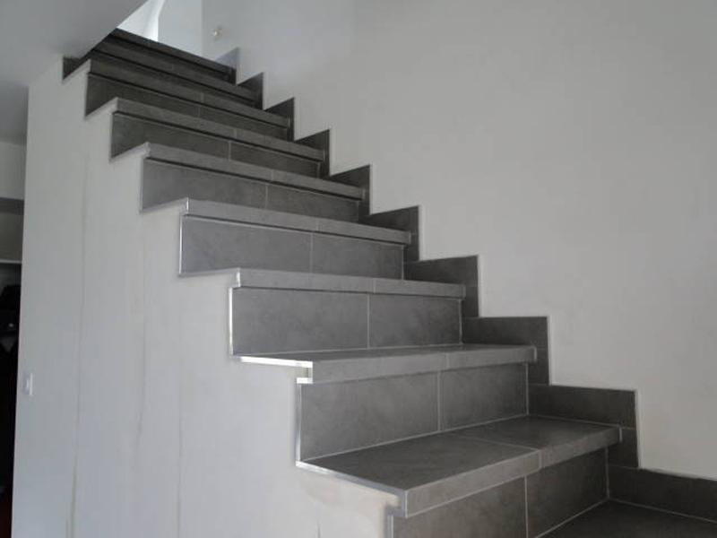 escalier moderne carrelage