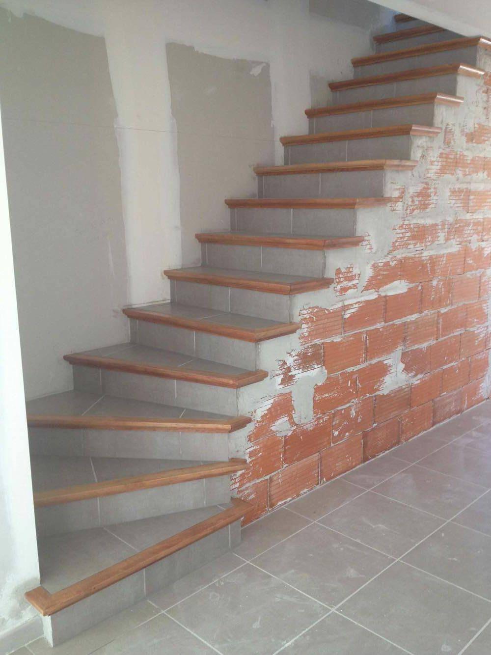 L'escalier béton carrelé est un escalier fini avec nez de