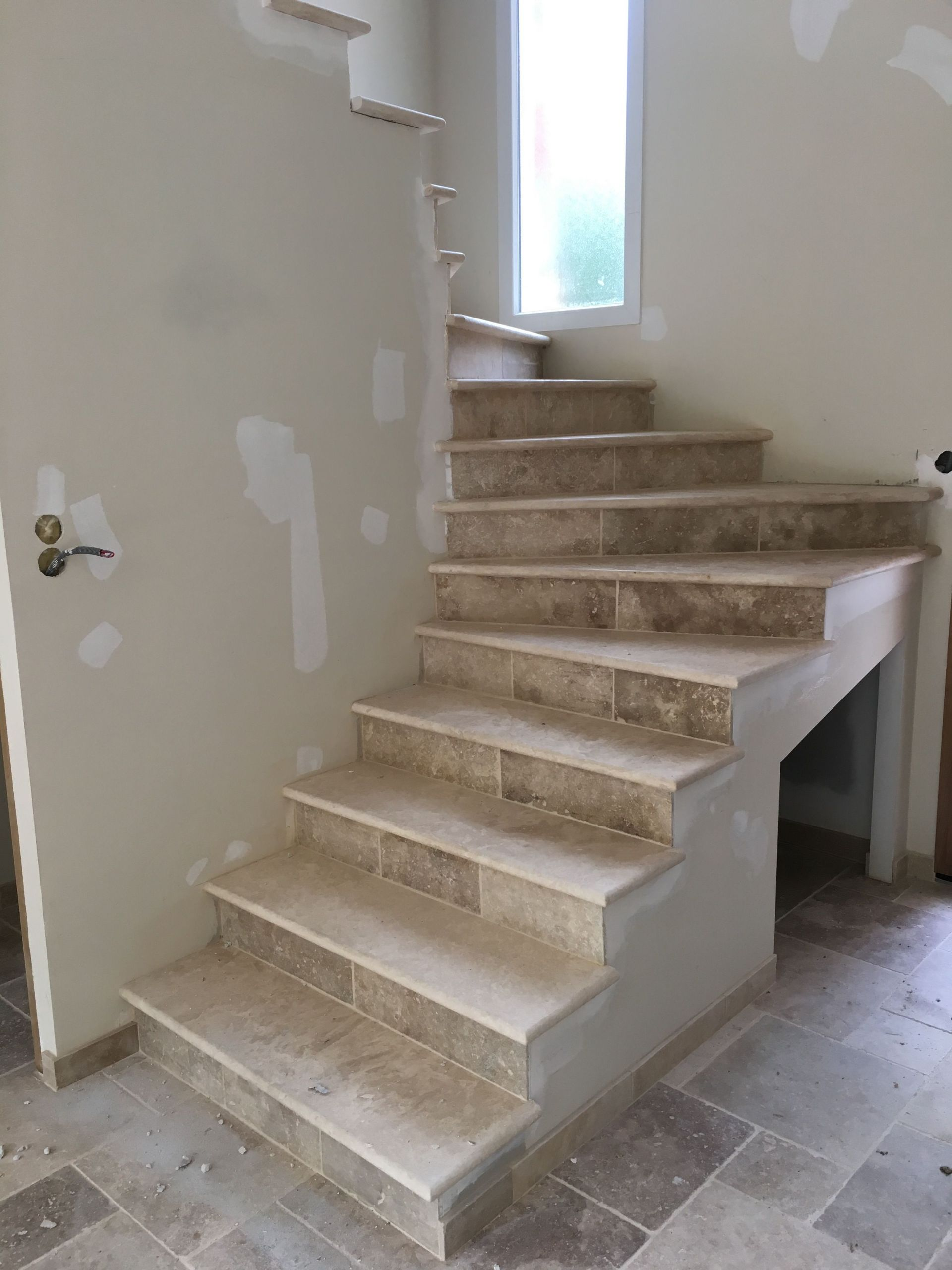travertin escalier marche en 3cm bord arrondi sur mesure