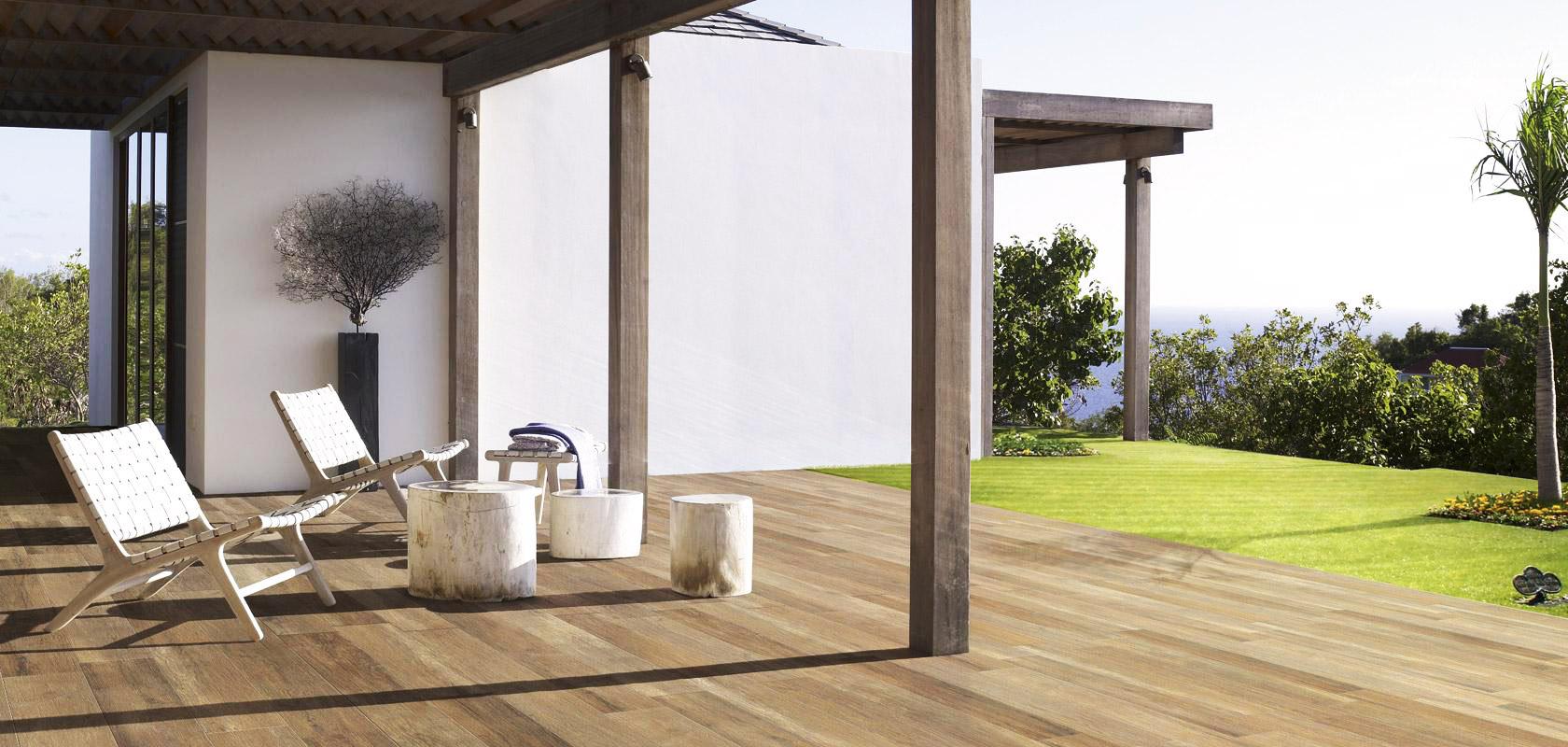 Carrelage bois antidérapant pour sol extérieur en grès