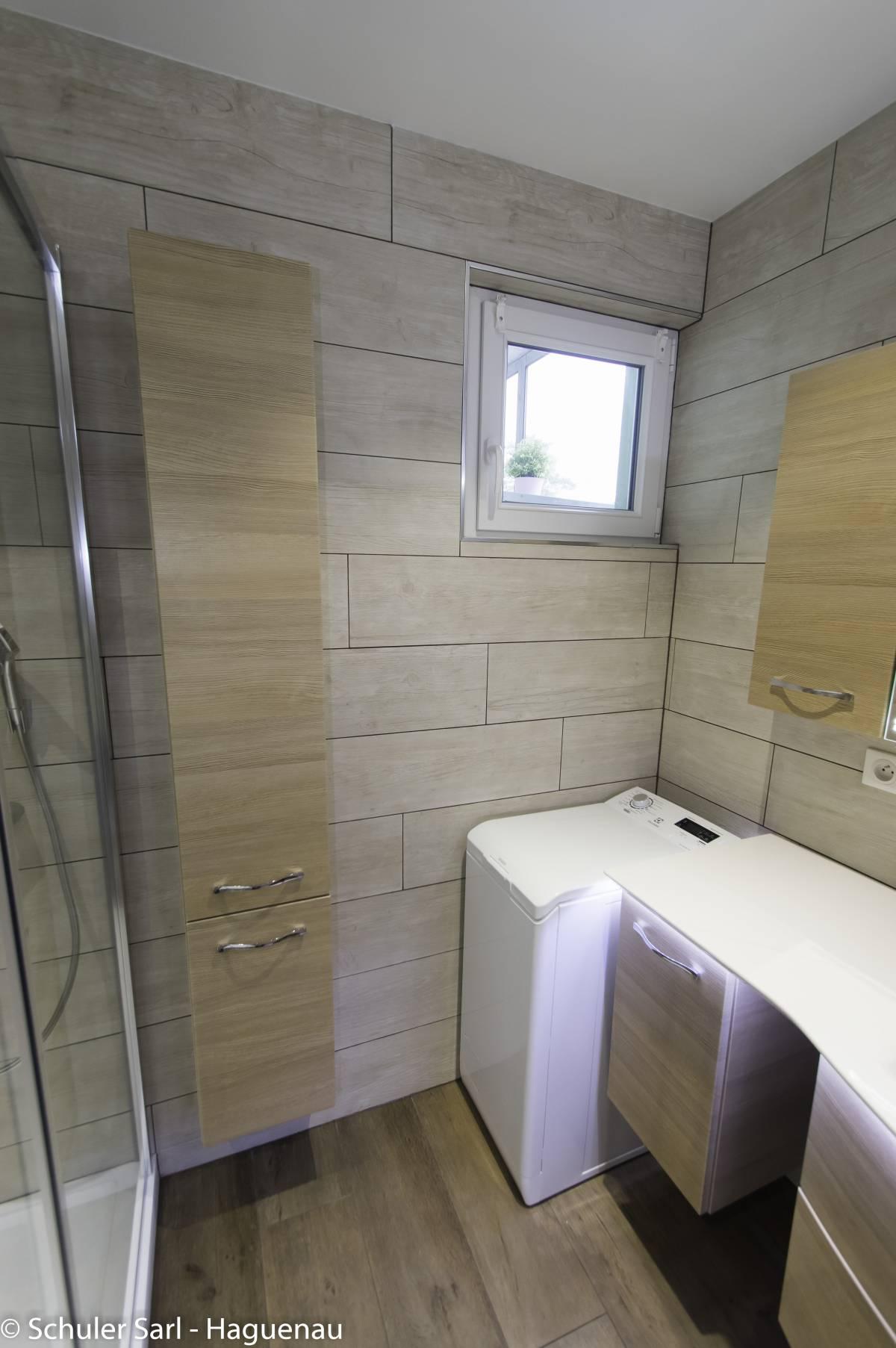 Rénovation d une salle de bain imitation parquet à