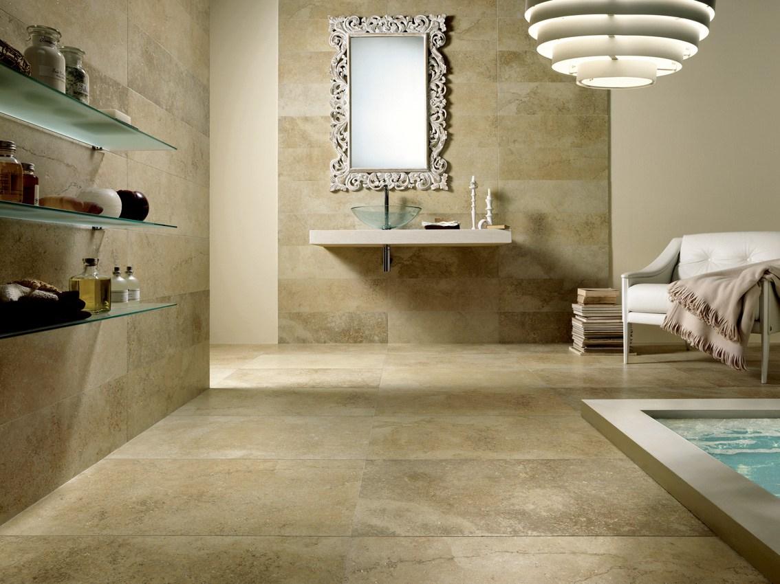 Salle de bain en travertin naturel ou en grès cérame