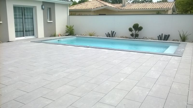 Carrelage Piscine Prix Piscine 7x3 50 Avec Une Terrasse En Carrelage Gris
