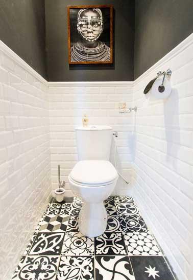 Wc deco noir et blanc carrelage sol motifs patchwork