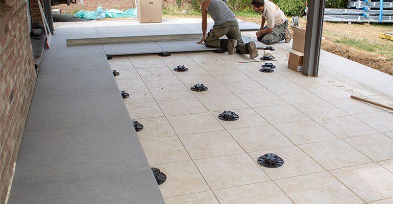 Construire une terrasse en carrelage sur plot étape par