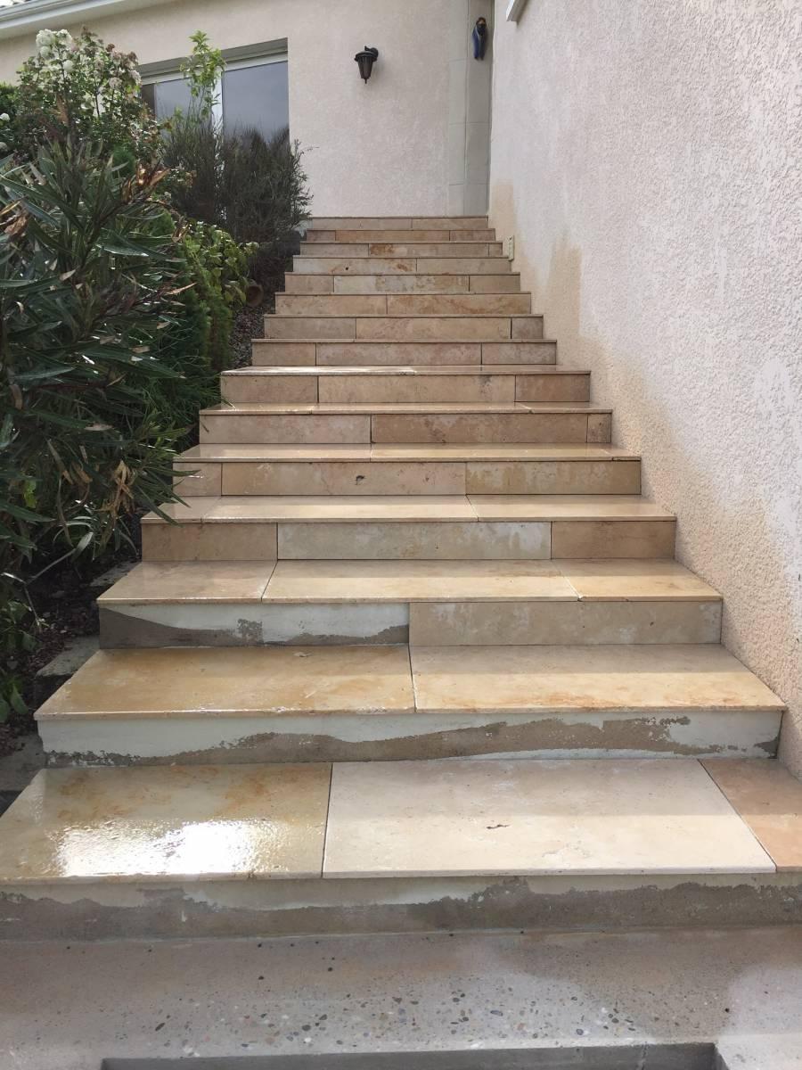 Pose de travertin sur escalier extérieur proche de Créon