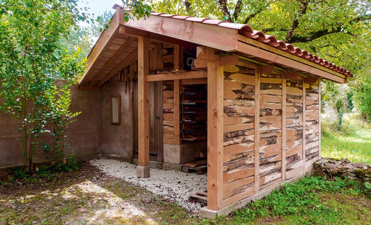 Monter un chalet et un appentis en bois dans son jardin