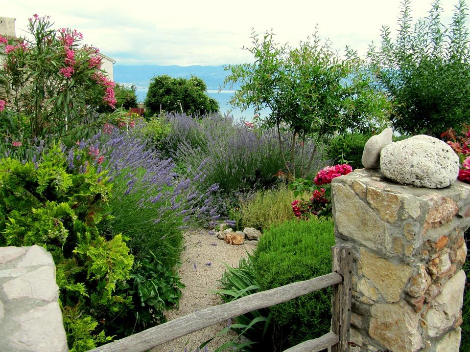 Conception de jardins sur mesure Aubagne et Corse du Sud