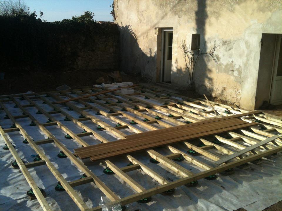 Construire une terrasse en bois pas cher