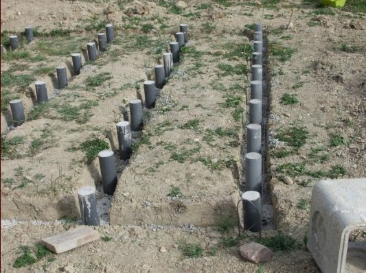 Construire une terrasse en bois sur un sol en terre
