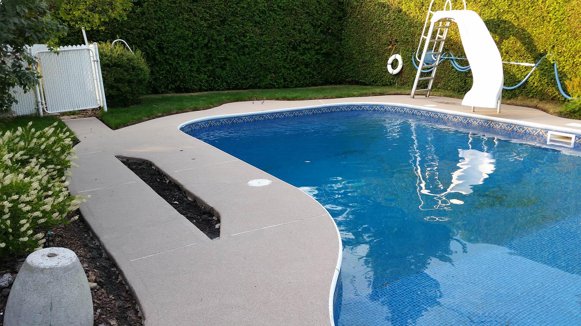 Revêtement de béton pour contour de piscine Revêtement