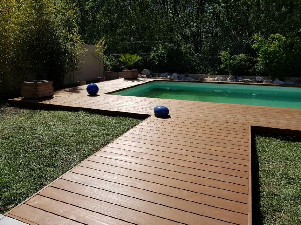 Terrasse en contour de piscine bois Kebony AMBIANCE