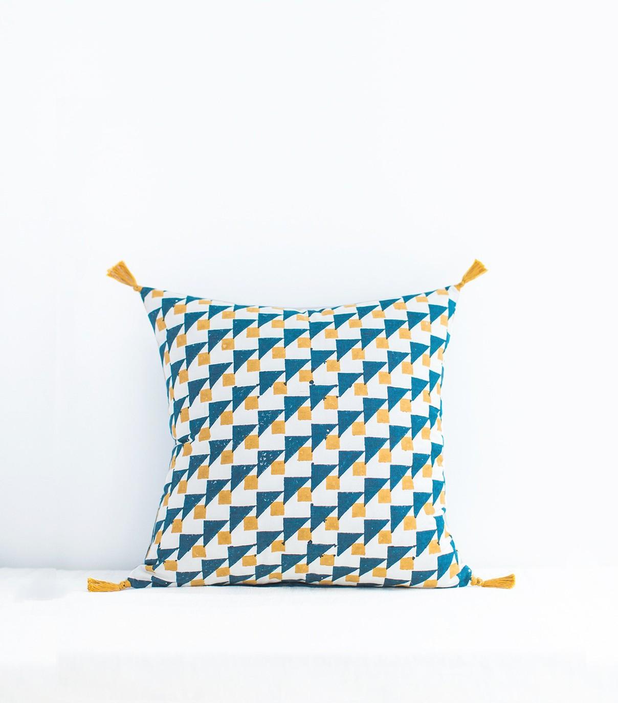 Coussin Bleu Canard Et Jaune Coussin In N Bleu Indigo Et Jaune Moutarde 40x40 Cm